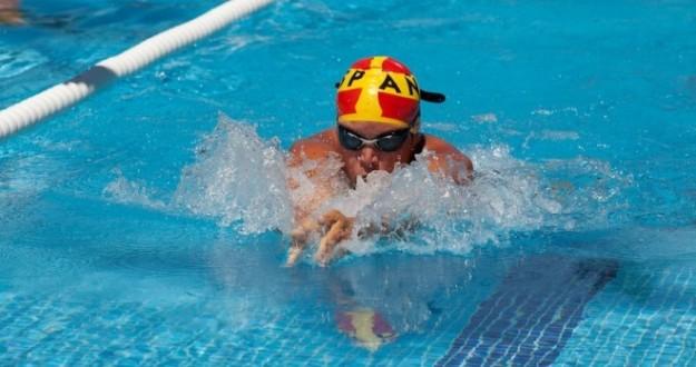 Una imagen de Álvaro de Frutos en la piscina