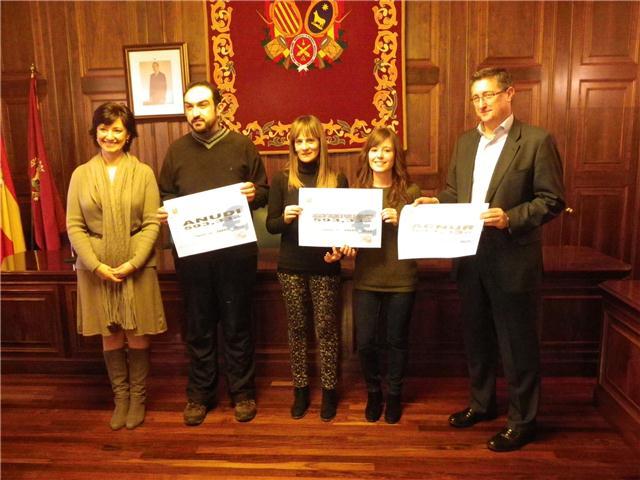 Rocío Casino con los representantes de Anudi y Atpansor, y el alcalde, Manuel Blasco, en la entrega de los cheques