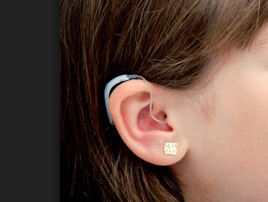Quizás dentro de poco ya no harán falta muchos audífonos
